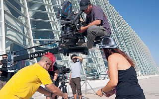 Η επαναλειτουργία της κινηματογραφικής βιομηχανίας έχει φέρει έκρηξη στα γυρίσματα νέων ταινιών και σειρών.