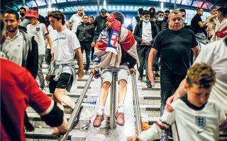 Φόβο και αποτροπιασμό εξέφρασε χθες η δρ Μαρία φον Κέρκχοφ για τις εικόνες από τον τελικό του Euro 2020, όπου χιλιάδες άνθρωποι χωρίς μάσκες ή τήρηση αποστάσεων τραγουδούσαν και φώναζαν στο γήπεδο Γουέμπλεϊ (φωτ. A.P. Photo / David Cliff).