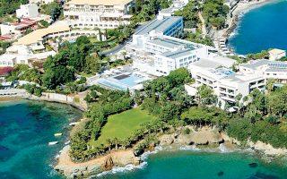 Η αμερικανική επενδυτική εταιρεία Hines, που απέκτησε το ξενοδοχειακό συγκρότημα της Κρήτης, εμφανίστηκε στην ελληνική αγορά τον Ιούνιο του 2017, οπότε σε κοινοπραξία με τη Henderson Park απέκτησε έναντι 33 εκατ. ευρώ το ξενοδοχείο Athens Ledra στη λεωφόρο Συγγρού.