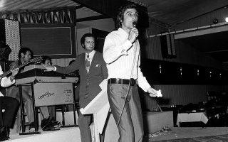 Σημαντικοί συνθέτες, μουσικοί, στιχουργοί και ηθοποιοί που συνεργάστηκαν μαζί του, αποχαιρετίζουν τον «πρίγκιπα» του ελληνικού τραγουδιού, ο οποίος έφυγε χθες από τη ζωή σε ηλικία 81 ετών (φωτ. Intime p.a.).