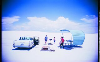 White Sands National Park, 1964. Coleccion Center for Creative Photography (CCP), University of Arizona, Texas. Φωτ. The Estate of Garry Winogrand, courtesy Fraenkel Gallery, San Francisco