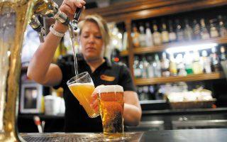 Οι παγκόσμιες πωλήσεις μπίρας χωρίς αλκοόλ μειώθηκαν κατά 4,6% το 2020 λόγω της πανδημίας και διαμορφώθηκαν στα 11,6 δισ. δολ., όταν τα τέσσερα προηγούμενα χρόνια καταγραφόταν ετήσια αύξηση πωλήσεων της τάξεως του 9%.