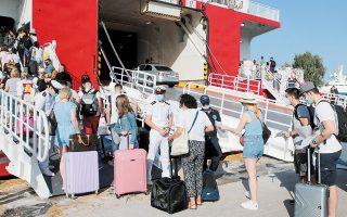Από τα χθεσινά κρούσματα, 1.607 εντοπίστηκαν στην Αττική και 256 στη Θεσσαλονίκη, ενώ στη Μύκονο διαγνώσθηκαν 37 νέα κρούσματα, στην Πάρο 34, στη Θήρα 58 και στη Ρόδο 48 (φωτ. ΑΠΕ-ΜΠΕ/ΠΑΝΤΕΛΗΣ ΣΑΪΤΑΣ).
