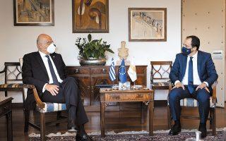 Ο υπουργός Εξωτερικών Νίκος Δένδιας συναντήθηκε χθες με τον Κύπριο ομόλογό του Νίκο Χριστοδουλίδη στη Λευκωσία. Ο Ελληνας ΥΠΕΞ μετέφερε την πλήρη υποστήριξη των Αθηνών προς την Κυπριακή Δημοκρατία (φωτ. INTIME NEWS).