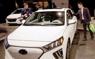 Η αυτοκινητοβιομηχανία αύξησε τις πωλήσεις των πολυτελών αυτοκινήτων Genesis, καθώς και των ηλεκτροκίνητων οχημάτων Ioniq 5, και σχεδιάζει να λανσάρει περισσότερα από 12 ηλεκτρικά μοντέλα έως το 2025 (φωτ. A.P.).