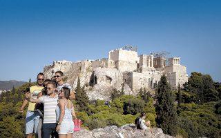 Παρά την απειλή της «Δέλτα», που μπορεί να επηρεάσει αρνητικά τον τουρισμό, η Ελλάδα οδεύει προς ισχυρή ανάπτυξη φέτος, υποστηρίζουν αναλυτές.