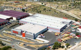 Στο πλαίσιο της AMK, το χαρτοφυλάκιο της εταιρείας πρόκειται να ενισχυθεί με συνολικά επτά ακίνητα, επιφανείας 74.500 τ.μ. και εμπορικής αξίας 54,6 εκατ. ευρώ. Πέντε από τα ακίνητα ανήκουν στην κατηγορία των logistics, ενώ τα άλλα δύο είναι καταστήματα υπεραγορών.
