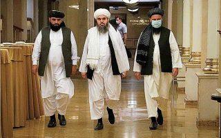 Ο Ζαμίρ Καμπούλοφ, ο οποίος συνάντησε αντιπροσωπεία των Ταλιμπάν στη Μόσχα, φάνηκε πεπεισμένος ότι αυτοί θα εστιάσουν στην κατοχύρωση όσων έχουν κερδίσει στο Αφγανιστάν και δεν θα προκαλέσουν γειτονικές χώρες. (Φωτ.A.P. Photo / Alexander Zemlianichenko)