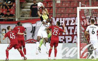 Οι «ερυθρόλευκοι» καλούνται να υπερασπιστούν τη νίκη τους με 1-0 στο πρώτο ματς του Φαλήρου. (Φωτ. INTIME NEWS)