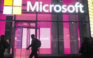 Η Microsoft για το τρίμηνο Απριλίου - Ιουνίου είχε έσοδα αυξημένα κατά 21%. Τα καθαρά κέρδη της ενισχύθηκαν εντυπωσιακά κατά 47% στα 16,5 δισ. δολάρια.