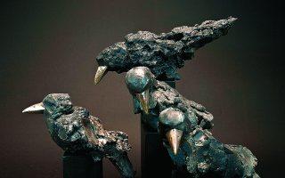 Τα πουλιά από μέλανα πηλό του Γιώργου Ποντίκη. Φωτ. ΕΛΛΗΝΟΑΜΕΡΙΚΑΝΙΚΗ ΕΝΩΣΗ