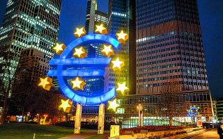 Σύμφωνα με τις εκτιμήσεις της Ευρωπαϊκής Κεντρικής Τράπεζας, η Ευρωζώνη θα χρειασθεί αρκετούς μήνες ακόμη, έως τις αρχές του 2022, για να ισοφαρίσει πλήρως τις ζημίες της πανδημίας.