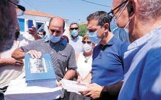 Οι περιοδείες του αρχηγού της αξιωματικής αντιπολίτευσης (φωτ. από τη συνάντησή του με συλλόγους αλιέων, στη Σκάλα Καλλονής, στη Λέσβο, την περασμένη Δευτέρα) θα συνεχιστούν όλο τον Αύγουστο. (Φωτ. ΓΡΑΦΕΙΟ ΤΥΠΟΥ ΣΥΡΙΖΑ / ANDREA BONETTI)