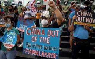 Πολλοί Φιλιππινέζοι διαδήλωσαν τη Δευτέρα κατά της παρουσίας της Κίνας στη Νότια Σινική Θάλασσα (φωτ.: Reuters).