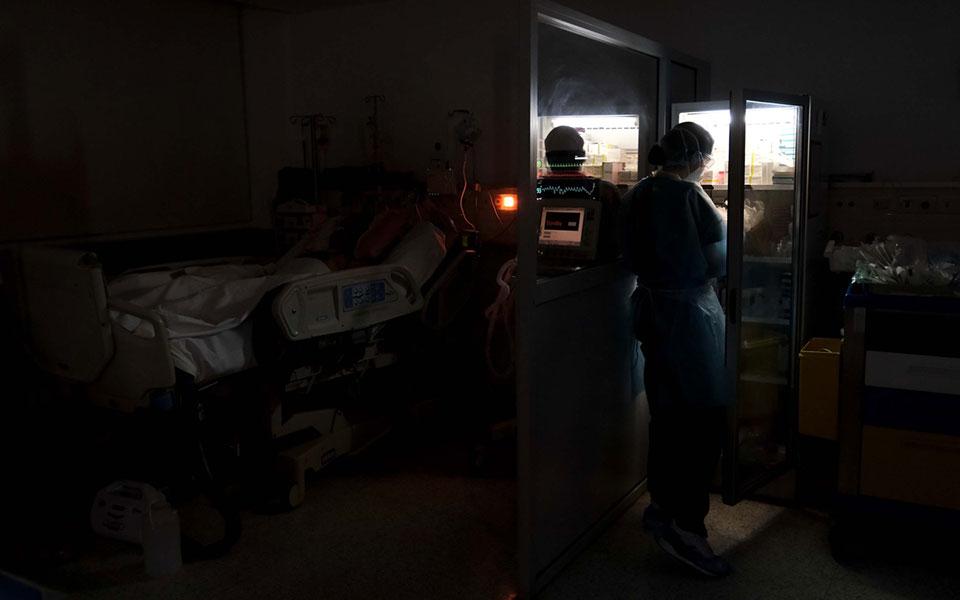 Κορωνοϊός: 3.565 νέα κρούσματα, 9 θάνατοι, 121 διασωληνωμένοι