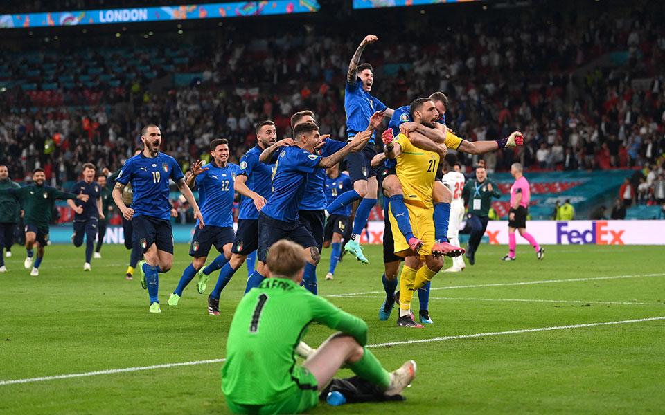 euro-2020-i-italia-protathlitria-eyropis-gia-deyteri-fora-stin-istoria-tis3
