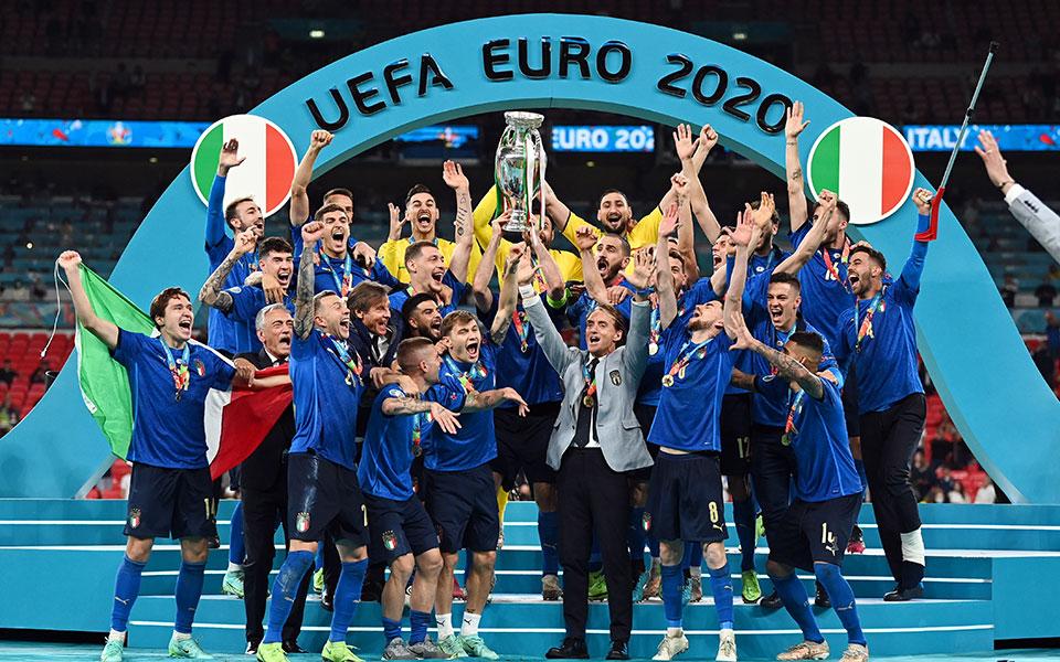 euro-2020-i-italia-protathlitria-eyropis-gia-deyteri-fora-stin-istoria-tis1