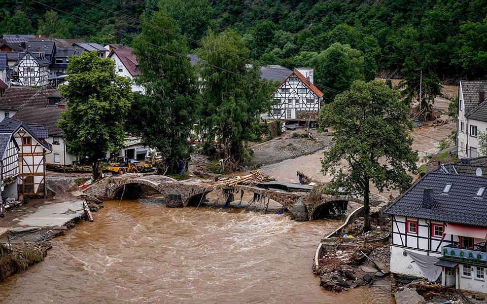 Πλημμύρες σε Γερμανία – Βέλγιο: Ξεπέρασαν τους 180 οι νεκροί