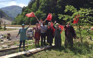 Tις διαμαρτυρίες των κατοίκων της κοιλάδας Ικίζντερε, στην επαρχία της Ριζούντας, προκαλούν τα αναπτυξιακά σχέδια της κυβέρνησης Ερντογάν, καθώς έχουν επηρεάσει αρνητικά την καθημερινότητα των κατοίκων.