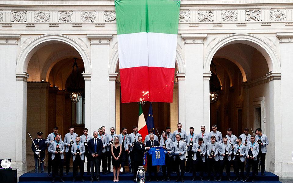 italia-i-squadra-azzurra-sto-kyvernitiko-megaro-palatso-kitzi3