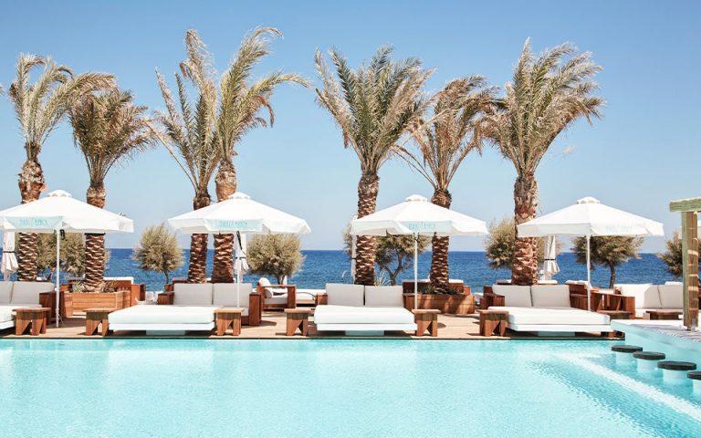 i-zoi-einai-giorti-sto-nikki-beach-resort-amp-038-spa-santorini-561438379
