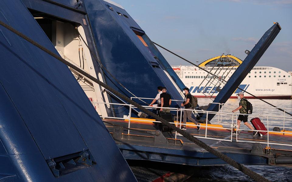 Γ. Πλακιωτάκης για ελέγχους από Λιμενικό: Εκτός πλοίων 2.500 άτομα το τριήμερο
