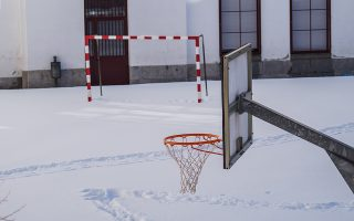 Προαύλιο σχολείου της Μαδρίτης κατά τη διάρκεια του δριμύτερου χειμώνα των τελευταίων 50 ετών. (Φωτ. SHUTTERSTOCK)