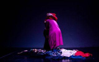 Η χορευτική παράσταση Instar παρουσιάζεται στο 64ο Φεστιβάλ Φιλίππων. Φωτ. ΕΛΠΙΔΑ ΤΕΜΠΟΥ