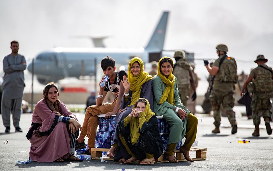 afganistan-poies-chores-tha-ypodechthoyn-toys-afganoys-prosfyges5