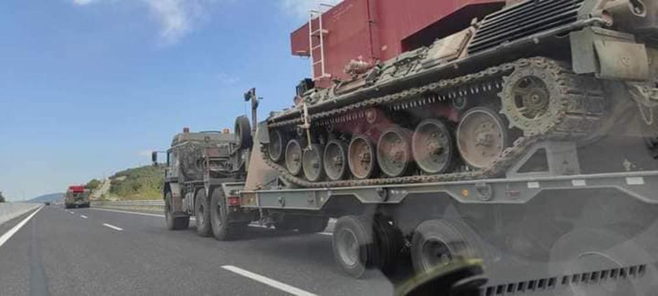 pyrosvestika-tanks-sti-machi-me-tis-floges-oi-kentayroi-o-dieythyntis-ton-technikon-sto-kathimerini-gr5