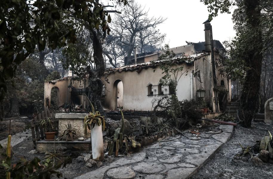 fotia-sti-varympompi-to-megethos-tis-katastrofis-se-eikones13
