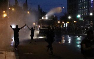 epeisodia-sti-sygkentrosi-ton-antiemvoliaston-sto-syntagma0