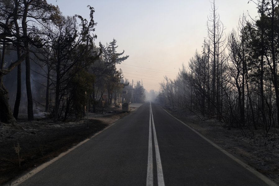 fotia-sti-varympompi-to-megethos-tis-katastrofis-se-eikones17