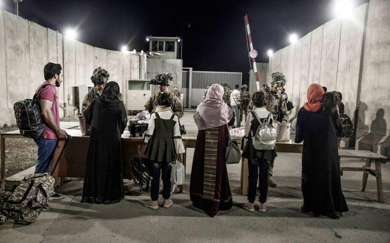 afganistan-to-pio-odyniro-taxidi-tis-zois-moy-afganos-dimosiografos-mila-gia-ti-diafygi-toy-561477961