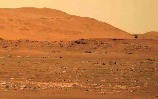 Σαράντα πέντε χρόνια μετά την προσεδάφιση των «Βίκινγκ» στον Αρη, η πρώτη πτήση ελικοπτέρου (πολύ μικρής διάρκειας) στην ατμόσφαιρα του Κόκκινου Πλανήτη είναι γεγονός. Η πρώτη διπλή αποστολή το 1976, όπως και η φετινή, έγραψαν ιστορία στην πορεία της κατάκτησης του Διαστήματος. (Φωτ. NASA/ASSOCIATED PRESS)