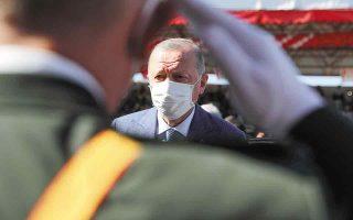Η οικονομική δυσπραγία και η κοινωνική ένταση, που φαίνεται ότι αυξάνονται διαρκώς στην Τουρκία, λειτουργούν ως επιπλέον παράγοντας ανησυχίας για την πιθανότητα εξεύρεσης διεξόδου από τον πρόεδρο Ερντογάν διά της οδού της εξαγωγής της έντασης στο εξωτερικό. (Φωτ. Turkish Presidency via AP)
