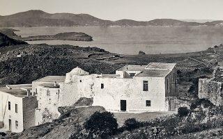 Οψεις της Πάτμου τον πρώτο χρόνο της ιταλοκρατίας αποτύπωσε ο Ιταλός αρχαιολόγος Τζουζέπε Τζερόλα (1877-1938) κατ' εντολήν της ιταλικής κεντρικής διοίκησης. Σκοπός ήταν η αρχαιολογική έρευνα και η καταγραφή των μεσαιωνικών μνημείων (φωτ. ΕΦΟΡΕΙΑ ΑΡΧΑΙΟΤΗΤΩΝ ΔΩΔΕΚΑΝΗΣΟΥ).