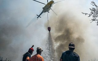 Τις τελευταίες ημέρες η Τουρκία διέρρεε ψευδώς ότι η Ελλάδα αρνήθηκε να παράσχει μέσα για την καταπολέμηση των πυρκαγιών στη χώρα (φωτ. A.P. Photo).