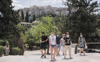 Τον Ιούλιο του 2019 –χρονιά-ρεκόρ για τον ελληνικό τουρισμό– οι αφίξεις έφτασαν τα 3,6 εκατομμύρια ταξιδιώτες. Φέτος ξεπέρασαν τα 2,36 εκατομμύρια, σημειώνοντας αύξηση 70% σε σχέση με πέρυσι (φωτ. ΙΝΤΙΜΕ).