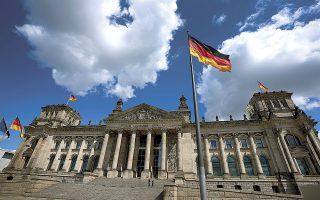 Οι αποδόσεις των δεκαετών ομολόγων της Γερμανίας έχουν υποχωρήσει στο -0,51%, καταγράφοντας το χαμηλότερο επίπεδο από τις αρχές Φεβρουαρίου, ενώ σε αρνητικό έδαφος βρίσκεται και η απόδοση του τριακονταετούς ομολόγου του γερμανικού δημοσίου (φωτ. AP).