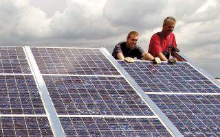 Οι δύο μεγαλύτερες επενδύσεις αφορούν στην εγκατάσταση φωτοβολταϊκών πάρκων σε Κιλκίς, Λάρισα και Φάρσαλα (φωτ. Reuters).