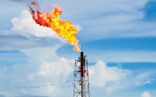 Το μεθάνιο, που παράγεται από την κτηνοτροφία, τα πηγάδια σχιστολιθικού αερίου και την κακή διαχείριση των συμβατικών εξορύξεων πετρελαίου και φυσικού αερίου, θερμαίνει τον κόσμο πολύ περισσότερο από το διοξείδιο του άνθρακα (φωτ. SHUTTERSTOCK).
