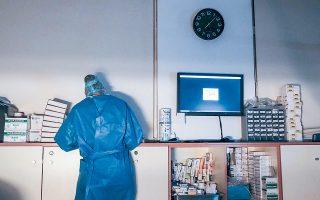 Η Πανελλήνια Ομοσπονδία Εργαζομένων Δημόσιων Νοσοκομείων υποστηρίζει ότι η υποχρέωση επίδειξης ή προσκόμισης από τους εργαζομένους πιστοποιητικού/βεβαίωσης εμβολιασμού ή νόσησης παραβιάζει το ατομικό δικαίωμα περί προστασίας των προσωπικών δεδομένων και δη ευαίσθητων δεδομένων υγείας (φωτ. Sooc).