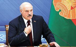 Ο Αλεξάντερ Λουκασένκο, που υποστηρίζει ότι κέρδισε τις περυσινές εκλογές με 80% των ψήφων, δεσμεύθηκε να αντισταθεί στις δυτικές πιέσεις και εκτόξευσε πυρά κατά της αθλήτριας Κριστίνα Τσιμανούσκαγια (φωτ. Nikolay Petrov/BelTA photo via AP).