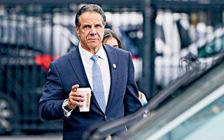 Η παραίτηση του Αντριου Κουόμο θα ενεργοποιηθεί σε δύο εβδομάδες και το αξίωμά του θα παραλάβει η σημερινή αντικυβερνήτης της Νέας Υόρκης, Κάθι Χότσουλ. Φωτ. A.P. Photo / Seth Wenig.