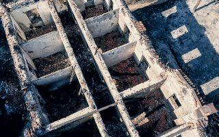 Τουλάχιστον πέντε κτίρια υπέστησαν ζημιές στις στέγες και στον εσωτερικό τους χώρο από την πυρκαγιά, την οποία ο ιστορικός Κώστας Σταματόπουλος συγκρίνει με την καταστροφή του 1916 (φωτ. ΚΩΝΣΤΑΝΤΙΝΟΣ ΓΕΩΡΓΟΠΟΥΛΟΣ).