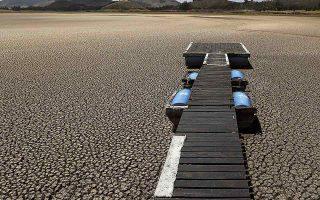 Η λίμνη Suesca στην Κολομβία. Η κλιματική αλλαγή είναι ένα από τα νέα παγκόσμια προβλήματα που έχουν εισέλθει ορμητικά στη δημόσια σφαίρα. (Φωτ. ASSOCIATED PRESS)
