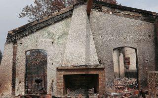 Σύμφωνα με τους υπολογισμούς των αρμόδιων αρχών, 300 κατοικίες έχουν καταστραφεί ολοσχερώς, ενώ περίπου 1.000 έχουν υποστεί μεγάλες ή μικρότερες ζημιές (φωτ. ΙΝΤΙΜΕ).