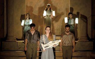Η «Ιφιγένεια η εν Ταύροις», σε σκηνοθεσία Γιώργου Νανούρη, παρουσιάζεται στο Θέατρο Ανατολικής Τάφρου στα Χανιά.