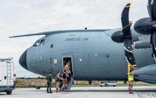 Η Γερμανία, η Γαλλία, η Ισπανία και η Τσεχία είναι μεταξύ των χωρών που έχουν ήδη δρομολογήσει την αποστολή στρατιωτικών αεροσκαφών για τη μεταφορά των πολιτών τους, ενώ και η Ιταλία έχει εκφράσει αντίστοιχες προθέσεις (φωτ. Etat-major des Armees / Handout via REUTERS).